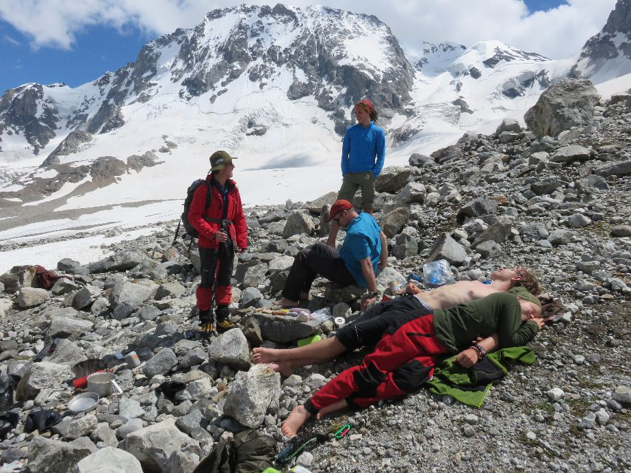 Aufstieg zum Mestia-Tau-Pass . JDAV Suhl Kaukasus 2016 (Foto: Torsten Lemme)