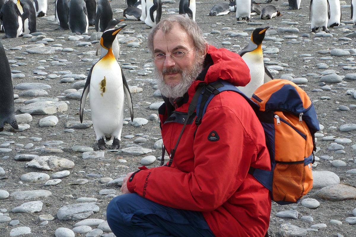 Kaiserpinguine & Klaus in der Antarktis (Foto: Ingrid Lehmann)