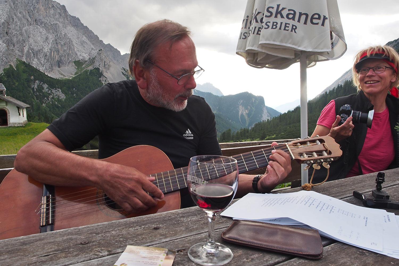 Klaus & Manuela auf der Hallerangeralm . Karwendel (Foto: Andreas Kuhrt 2017)