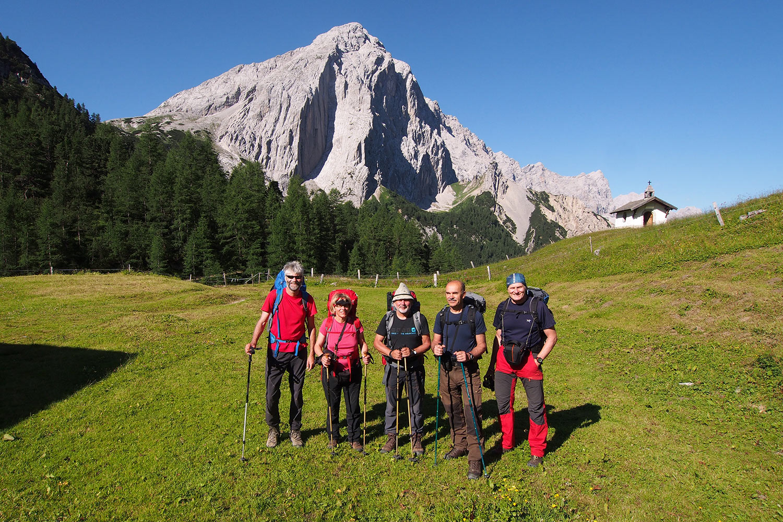 Andreas, Manuela, Klaus, Udo & Robert an der Hallerangeralm . Karwendel (Foto: Andreas Kuhrt 2017)