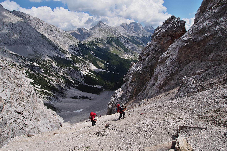 Manuela & Klaus beim Aufstieg zum Stempeljoch (2215 m) . Karwendel (Foto: Andreas Kuhrt 2017)