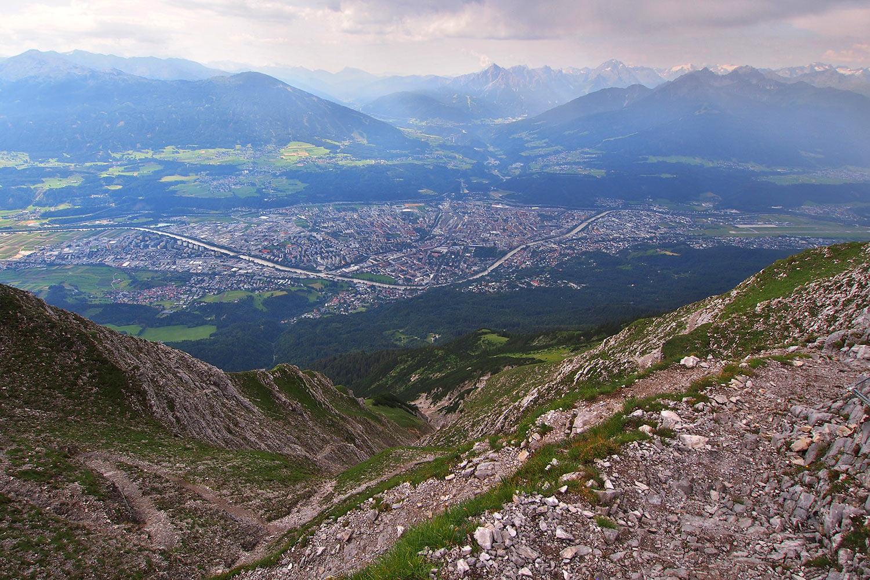 Ausblick nach Innsbruck vom Hermann-Buhl-Weg . Karwendel (Foto: Andreas Kuhrt 2017)