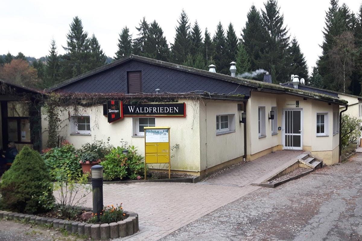 """Eingang zur Gaststätte """"Waldfrieden"""" in Suhl (Foto: Jens-Uwe Pierschel 2017)"""