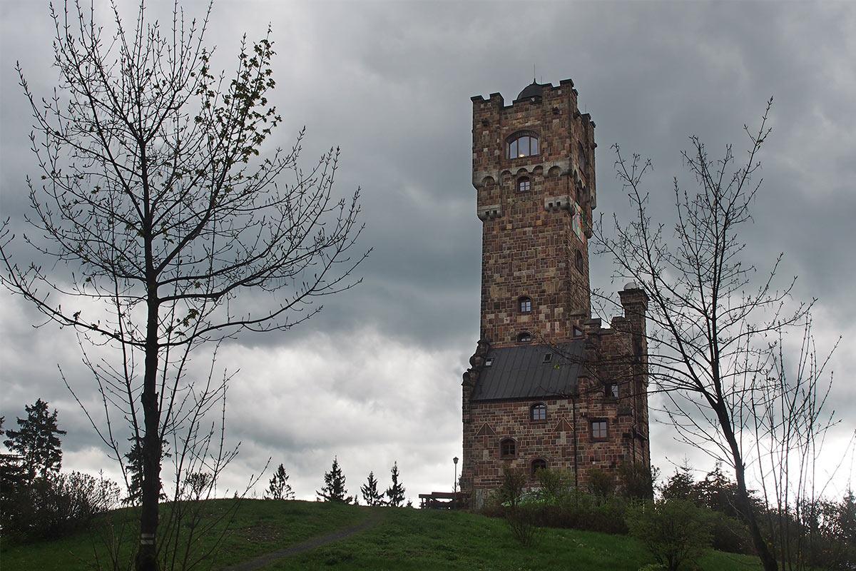 Altvaterturm . Frühlingswanderung im Schieferpark Lehesten (Foto: Manuela Hahnebach 2017)