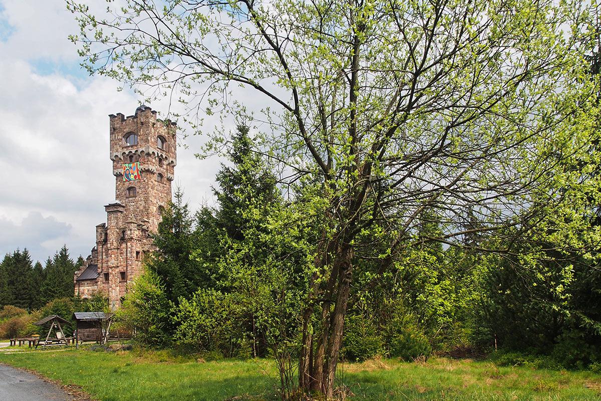 Altvater-Turm . Frühlingswanderung im Schieferpark Lehesten (Foto: Andreas Kuhrt 2017)