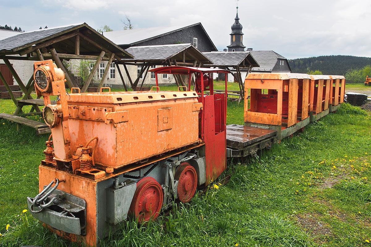Investor gesucht bei Schiefergrube 2 . Frühlingswanderung im Schieferpark Lehesten (Foto: Andreas Kuhrt 2017)